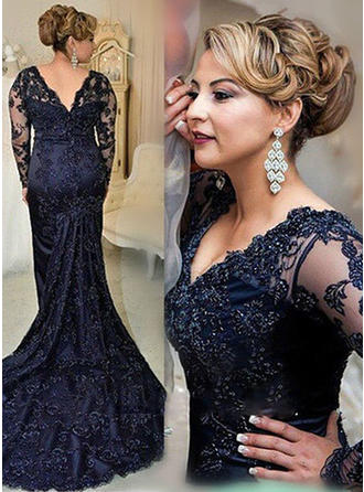 Trumpet/Mermaid V-neck Court Train Lace Mother of the Bride Dress With Beading Sequins (008146304)