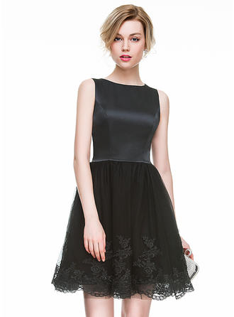 A-Line/Princess Satin Tulle Cocktail Dresses Appliques Scoop Neck Sleeveless Short/Mini