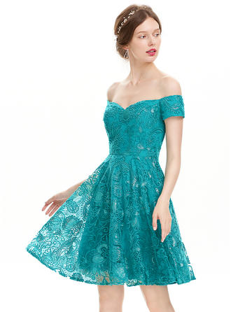 A-Line/Princess Off-the-Shoulder Lace Short Sleeves Knee-Length Sequins Homecoming Dresses