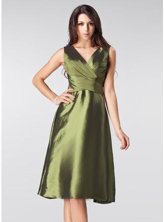 A-Line/Princess V-neck Knee-Length Bridesmaid Dresses With Ruffle Bow(s)