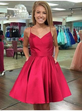 A-Line/Princess V-neck Knee-Length Homecoming Dresses With Bow(s)