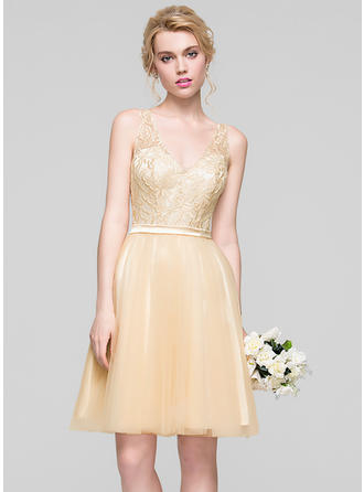 A-Line/Princess V-neck Tulle Sleeveless Knee-Length Ruffle Beading Sequins Homecoming Dresses