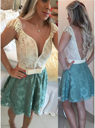 Lace Short Sleeves Short/Mini V-neck Homecoming Dresses