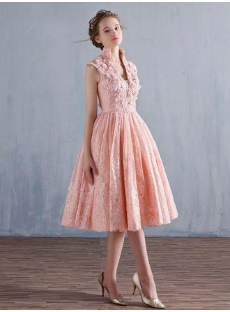 A-Line/Princess V-neck Tea-Length Lace Prom Dress With Lace Beading Appliques Lace