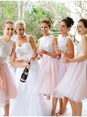 Tulle Sleeveless A-Line/Princess Bridesmaid Dresses Scoop Neck Appliques Lace Knee-Length