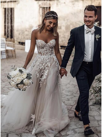 A-Line/Princess Sweetheart Court Train Wedding Dresses With Appliques