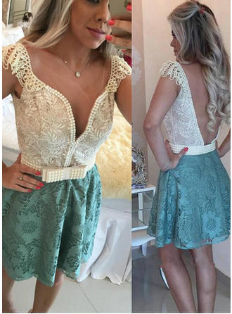 A-Line/Princess V-neck Lace Short Sleeves Short/Mini Beading Cocktail Dresses