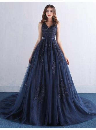 A-Line/Princess V-neck Court Train Evening Dress With Appliques Lace