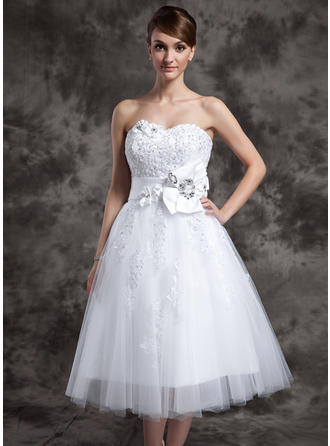 A-Line/Princess Sweetheart Tea-Length Wedding Dresses With Lace Beading Flower(s)
