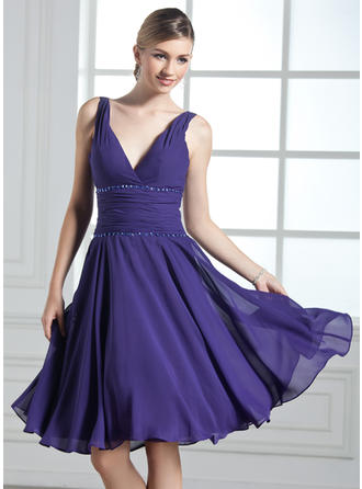 Chiffon Sleeveless A-Line/Princess Bridesmaid Dresses V-neck Ruffle Beading Sequins Knee-Length