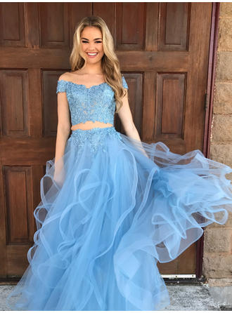 Tulle Sleeveless Ball-Gown Prom Dresses Off-the-Shoulder Appliques Lace Sweep Train