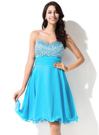 A-Line/Princess Sweetheart Knee-Length Chiffon Homecoming Dresses With Beading Sequins