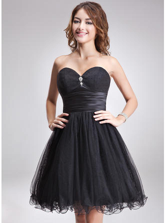A-Line/Princess Sweetheart Knee-Length Tulle Homecoming Dresses With Ruffle Beading