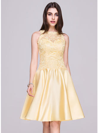 A-Line/Princess Knee-Length Homecoming Dresses Scoop Neck Satin Lace Sleeveless