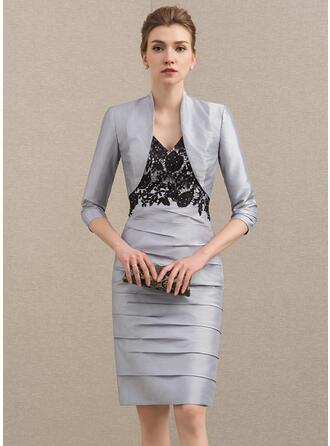 Etui-Linie V-Ausschnitt Knielang Taft Kleid für die Brautmutter mit Spitze