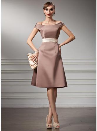A-Line/Princess Off-the-Shoulder Knee-Length Bridesmaid Dresses With Sash