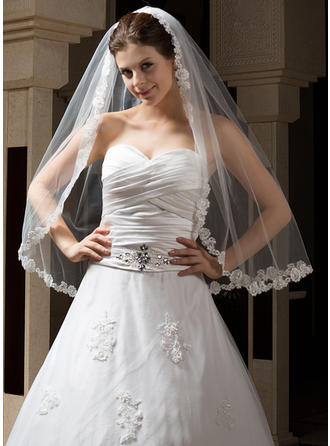 Fingertip Bridal Veils One-tier Mantilla With Lace Applique Edge With Applique Wedding Veils