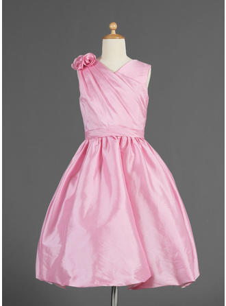A-Line/Princess V-neck Knee-length With Ruffles/Flower(s) Taffeta Flower Girl Dress