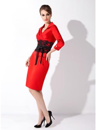 Etui-Linie V-Ausschnitt Satin 3/4 Ärmel Knielang Spitze Schleifenbänder/Stoffgürtel Perlstickerei Schleife(n) Kleider für die Brautmutter (008006158)