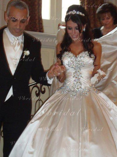 Chic Volantes Cuentas Corte de baile con Satén Vestidos de novia (002147963)
