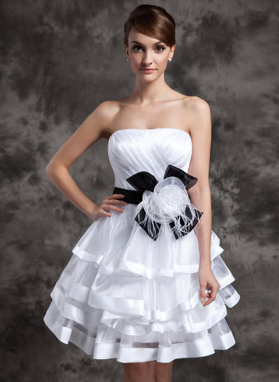 A-Line/Princess Strapless Organza Sleeveless Knee-Length Sash Feather Flower(s) Bow(s) Cascading Ruffles Cocktail Dresses (016014994)