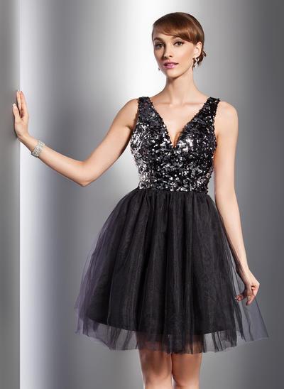 A-Line/Princess V-neck Tulle Sequined Sleeveless Knee-Length Cocktail Dresses (016014726)