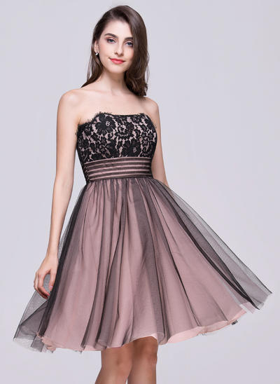 A-Line/Princess Strapless Tulle Lace Sleeveless Knee-Length Ruffle Homecoming Dresses (022068812)