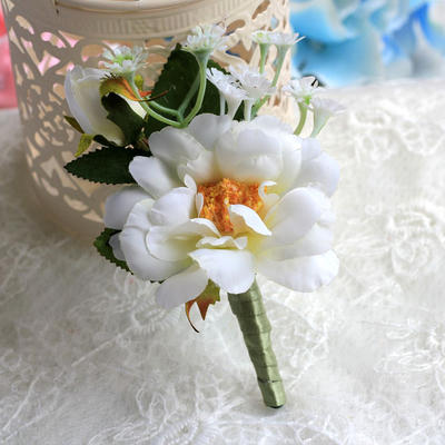 "Boutonniere/Men's Accessories Wedding Satin 4.53""(Approx.11.5cm) The color of embellishments are shown as picture/Color & Style representation may vary by monitor Wedding Flowers (123189088)"