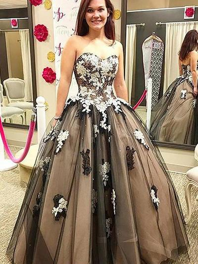 Tulle Sleeveless Ball-Gown Prom Dresses Sweetheart Appliques Lace Floor-Length (018210320)