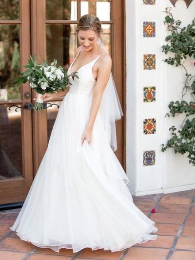 Gorgeous Sweep Train A-Line/Princess Wedding Dresses V-neck Tulle Sleeveless (002218054)