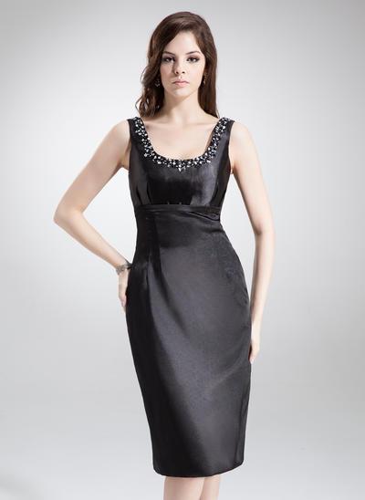 Etui-Linie U-Ausschnitt Charmeuse Ärmellos Knielang Perlstickerei Kleider für die Brautmutter (008211156)