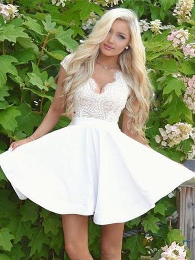 A-Line/Princess V-neck Satin Short/Mini Lace Homecoming Dresses (022212466)