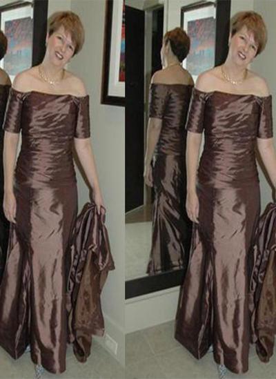 A-Line/Princess Strapless Taffeta Short Sleeves Court Train Ruffle Mother of the Bride Dresses (008212737)