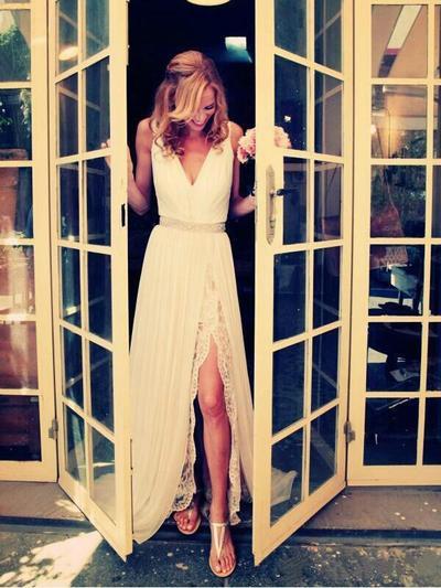 Elegant Sweep Train A-Line/Princess Wedding Dresses V-neck Chiffon Sleeveless (002147795)