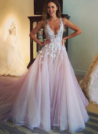 Tulle Sleeveless A-Line/Princess Prom Dresses Deep V Neck V Appliques Chapel Train (018210928)