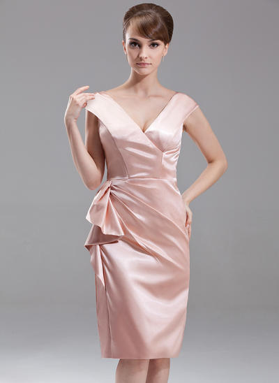 Etui-Linie V-Ausschnitt Charmeuse Ärmellos Knielang Gestufte Rüschen Kleider für die Brautmutter (008005613)