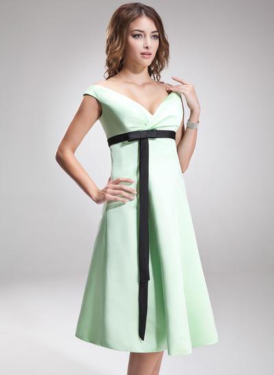Satin Sleeveless Empire Bridesmaid Dresses Off-the-Shoulder Ruffle Sash Bow(s) Knee-Length (007197187)