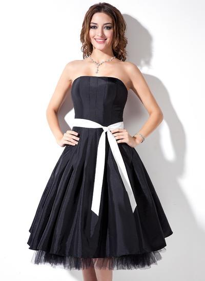 Taffeta Sleeveless A-Line/Princess Bridesmaid Dresses Strapless Sash Knee-Length (007001736)