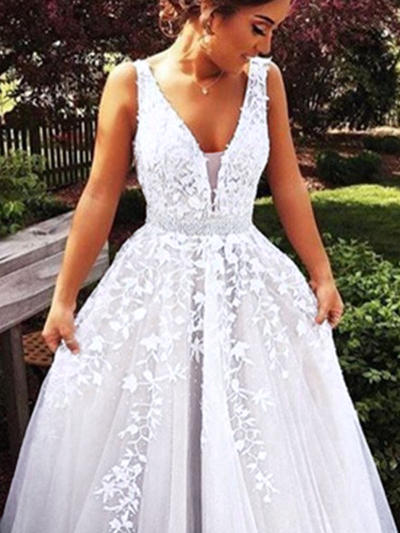 Tulle Sleeveless Ball-Gown Prom Dresses V-neck Beading Appliques Lace Sweep Train (018217454)