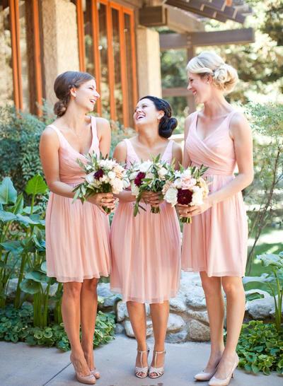 Chiffon Sleeveless A-Line/Princess Bridesmaid Dresses V-neck Ruffle Knee-Length (007145173)