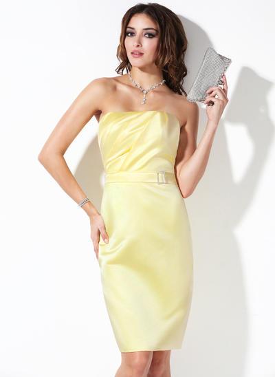 Satin Sleeveless Sheath/Column Bridesmaid Dresses Strapless Ruffle Beading Knee-Length (007004132)