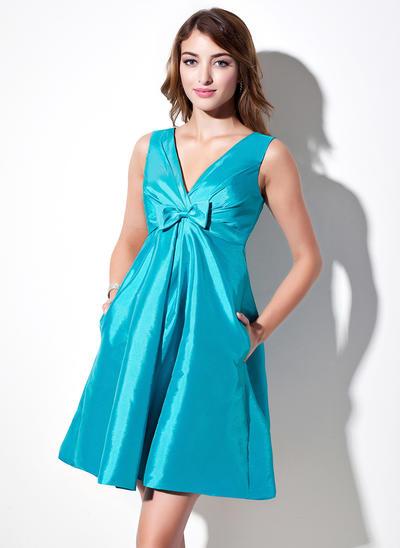 Taffeta Sleeveless A-Line/Princess Bridesmaid Dresses V-neck Ruffle Bow(s) Short/Mini (007004144)