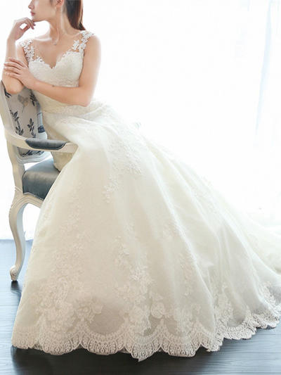 Stunning Court Train A-Line/Princess Wedding Dresses V-neck Tulle Sleeveless (002148087)