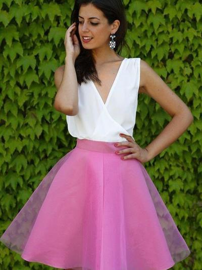 A-Line/Princess V-neck Tulle Sleeveless Short/Mini Ruffle Homecoming Dresses (022212456)